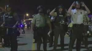 Polícia de Ferguson, nos EUA, vai usar câmeras no uniforme Video: