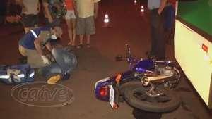 Motociclista bate em ônibus do transporte coletivo no Coqueiral Video: