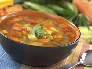 Las bases de sopas de vegetales se pueden combinar con carnes o legumbres Foto: Thinkstock