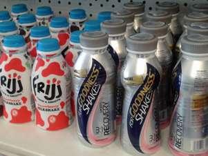 Los productos proteicos se mezclan en los estantes con otras bebidas. Foto: Reproducción