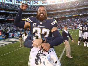 Safety Eric Weedle comemora a classificação improvável dos Chargers Foto: Getty Images