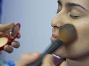 Pó serve para finalizar e fixar maquiagem Foto: Marcelo Pereira / Terra
