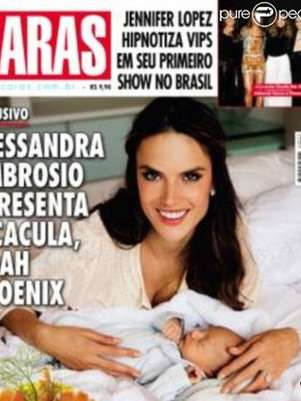 Alessandra Ambrosio presenta a Noah en exclusiva en la portada de Caras Foto: Cortesa Caras