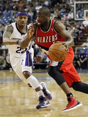 The New York Knicks reportedly have signed guard Raymond Felton (right) to a deal as insurance in case Jeremy Lin goes to the Houston Rockets. Foto: AP in English