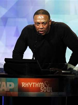 Record producer Dr. Dre speaks at the 24th annual ASCAP (American Society of Composers, Authors and Publishers) Rhythm and Soul Music Awards in Beverly Hills, California June 24, 2011. Foto: Mario Anzuoni / Reuters In English