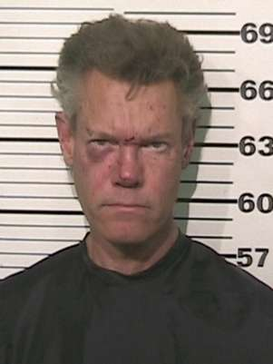 El cantante country Randy Travis, quien est acusado de conducir en estado de ebriedad, en una fotografa proporcionada por la oficina del jefe de polica del condado de Grayson, Texas. Las autoridades informaron que Travis fue detenido el mircoles 8 de agosto de 2012 y deber presentarse ante un juez en Sherman, Texas.  Foto: Grayson County Sheriff's Office / AP