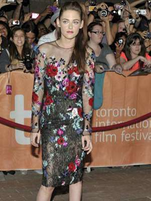 Kristen Stewart da la cara en el Festival de Cine de Toronto y estuvo acompaada de James Franco Foto: Reuters