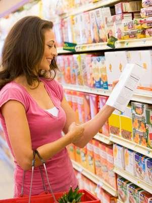 Equipe encontrou diferenças entre os consumidores que leem os rótulos e as que não leem Foto: Getty Images