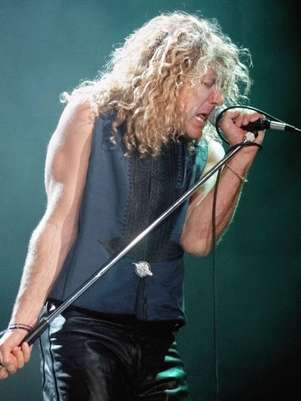 Robert Plant sings as he performs during a Robert Plant and Jimmy Page concert, at the Rosemont Horizon, near Chicago, Illinois, April 28, 1995. Foto: AP in English