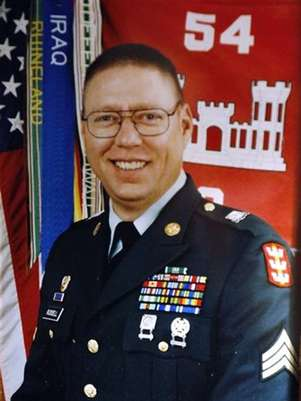 Sgt. John M. Russell, the Army sergeant accused of killing five fellow soldiers in Iraq, is seen in a military photo provided by his father, Wilburn Russell, 73, outside of his son's home in Sherman, Texas May 12, 2009. Foto: Russell Family / Reuters