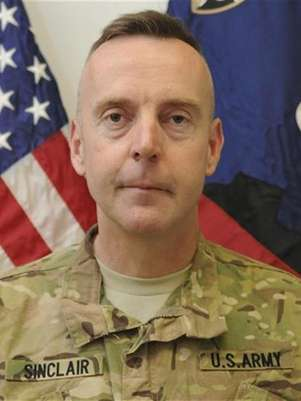 Brigadier General Jeffrey Sinclair, a U.S. Army general facing charges of forcible sodomy and engaging in inappropriate relationships stemming from allegations that got him sent home from Afghanistan this year, is seen in this handout photo received September 26, 2012. Foto: U / Reuters