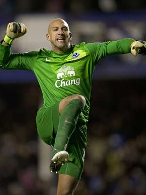 Tim Howard celebrates Everton's win Foto: Getty