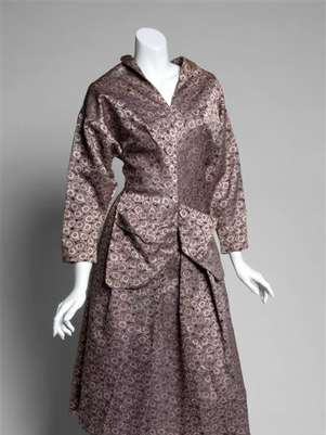 A black and pink two piece ensemble that belonged to actress Greta Garbo is shown in this publicity photo released to Reuters December 14, 2012. An auction of film legend Garbo's belongings got off to a roaring start on Friday, with her clothing, jewelry and other memorabilia fetching more than ten times pre-sale estimates in many cases. Foto: Julien's Auctions / Reuters