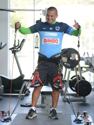 Humberto Suazo is expected to sign an extension with Monterrey that will play him an annual salary of $3 million. Foto: Mexsport
