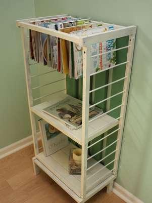 Berço transformado em estante é opção para decoração Foto: Even of Reduction  / Reprodução