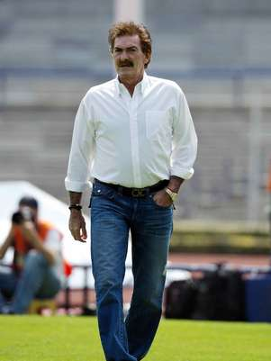 Ricardo Antonio La Volpe had been forced to leave his job due to the health scare.  Foto: Mexsport