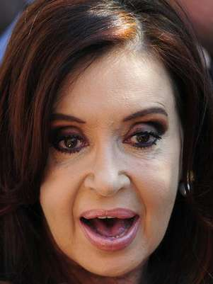 Argentina's President Cristina Fernandez De Kirchner speaks with the media as she attends the summit of the Community of Latin American, Caribbean States and European Union (CELAC-UE) in Santiago January 27, 2013. Foto: Jorge Sanchez / Reuters