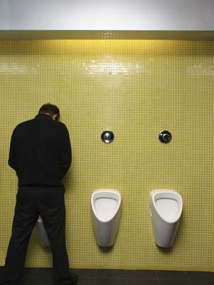 Os pacientes podem sentir desconforto para urinar após a cirurgia Foto: Getty Images