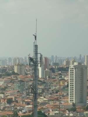 Torre de telefonia fica na altura do número 200 da avenida Tucuruvi, zona nortede São Paulo Foto: Guilherme Maverick / vc repórter