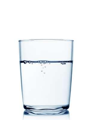 O melhor jeito de prevenir é ingerir, nio mínimo, 2 litros de água por dia Foto: Getty Images