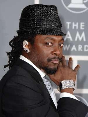 O rapper Will.i.am mostra que a moda não é só das modas e usa modelo chamativo do acessório Foto: Getty Images