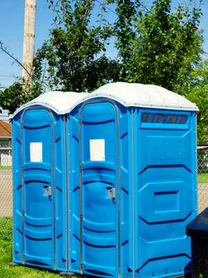 Nem o banheiro químico escapou da fantasia de um participante da pesquisa Foto: Getty Images