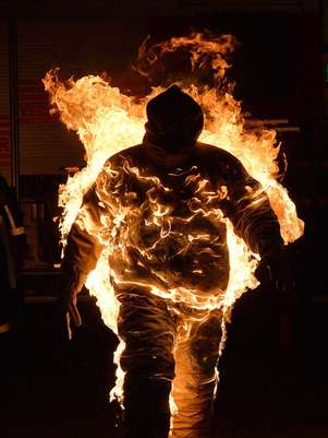 Joe Tödtling, 33 anos, ficou em chamas por cinco minutos e 41 segundos, em Salzburgo Foto: EFE