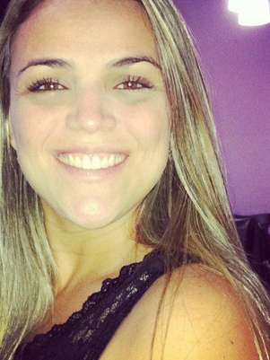 A estudante Nívia Araújo, 24 anos, morreu na tarde de sexta-feira, no hospital Alberto Torres, em São Gonçalo Foto: Facebook / Reprodução