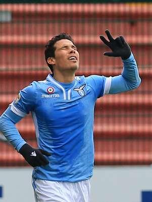 Hernanes deve deixar a Lazio para defender a Inter de Milão Foto: AP