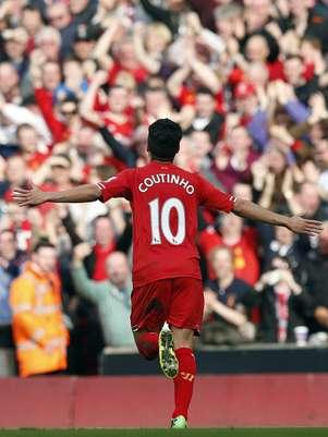 Coutinho comemora gol do líder Liverpool em fácil triunfo sobre o Tottenham Foto: Reuters