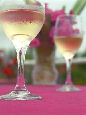 Os diversos tipos de vinho podem ser harmonizados na primavera, basta saber selecionar o ideal para a ocasião Foto: Getty Images