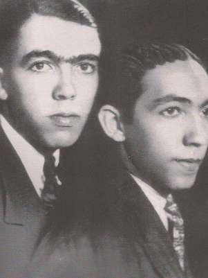 Rubem Braga (esq.) aparece na foto ao lado do irmão, Newton Foto: Wikimedia Commons/Reprodução