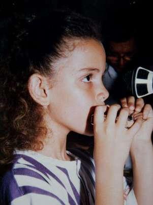 Keyla Vilaça com sua gaita, primeiro instrumento que ganhou do pai Foto: Facebook / Reprodução