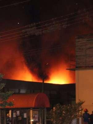 Incêndioatingiu um frigorífico da empresa BRF Foods em Toledo, no Paraná Foto: Carlos Kapor / vc repórter