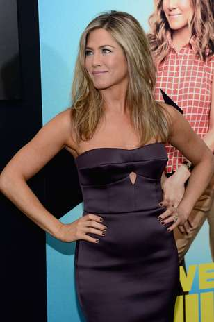 jennifer aniston meet the millers premiere  Jennifer Aniston exibe barr...