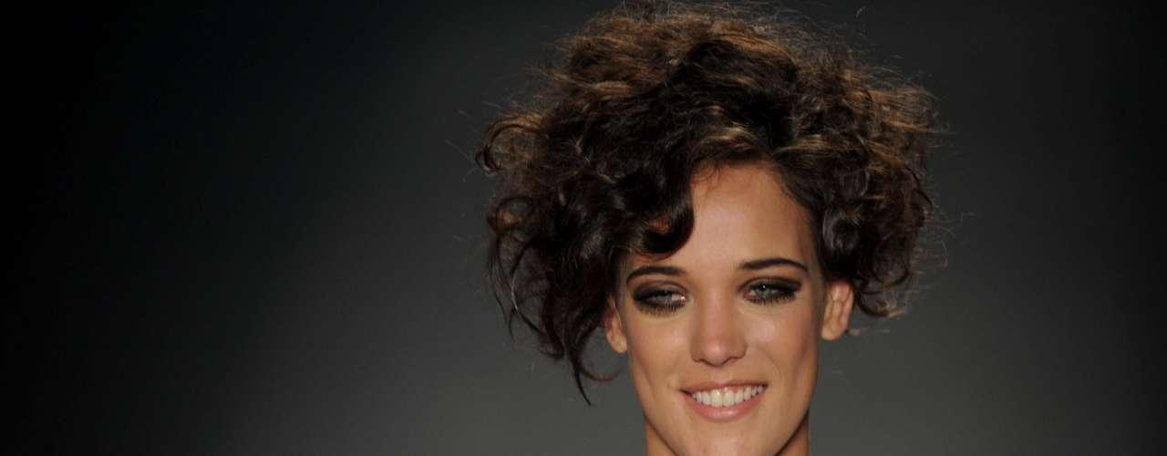 A Apoena apostou em cabelos cacheados e crespos para o verão 2014