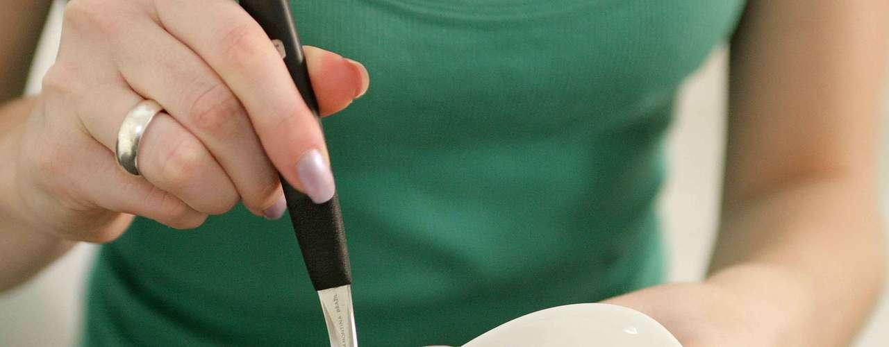 Certo: misture bem até a pasta ficar homogênea