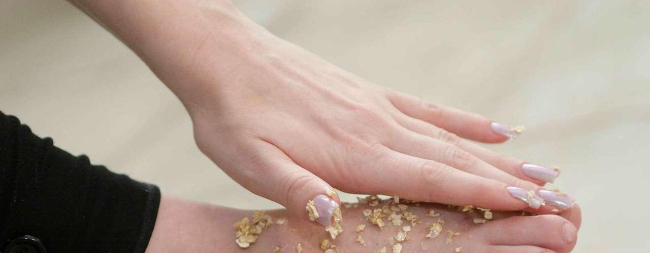Certo: siga até os dedos e garanta que todas as áreas irão receber os benefícios da receita natural