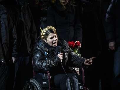Yulia Timoshenko em discurso na Praça da Independência após libertação em 22 de fevereiro Foto: AFP