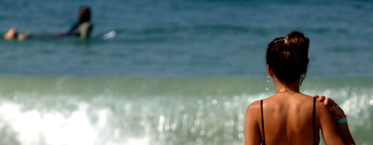 6 de abril Com temperaturas na casa dos 31°C, sábado de sol levou banhistas à praia