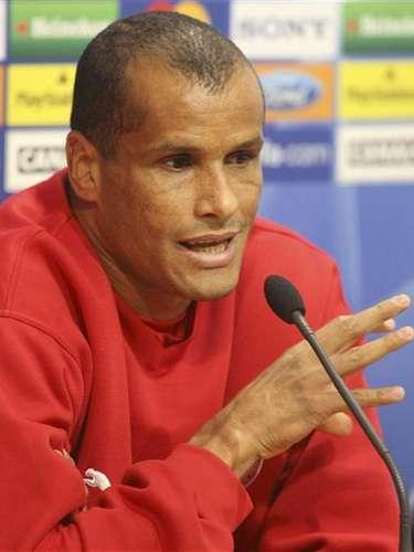 Após contratar Jobson, o São Caetanofechou também pelo veterano meia Rivaldo, pentacampeão do mundo com a Seleção
