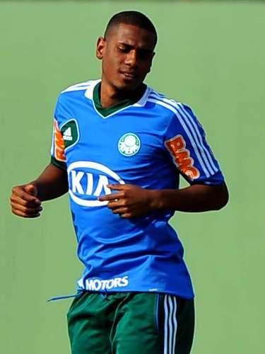 O zagueiro Leandro Amaro não faz parte dos planos do Palmeiras para a disputa da temporada 2013. Em fase de reformulação do elenco para o próximo ano, a diretoria do clube alviverde liberou o atleta para negociar com outras equipes e o mais provável destino é o Sport