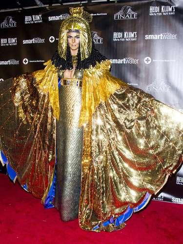 Para a festa, ela se fantasiou de Cleópatra
