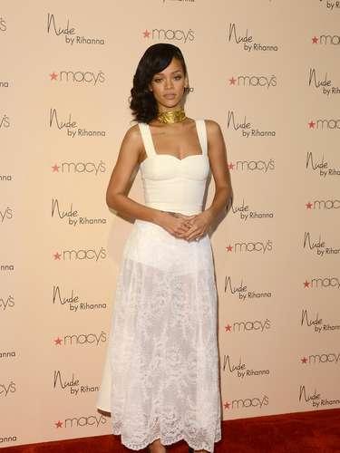 A cantora Rihanna tem estilo bem versátil, o que conquistou posto em lista das mais bem vestidas de 2012 da publicação americana