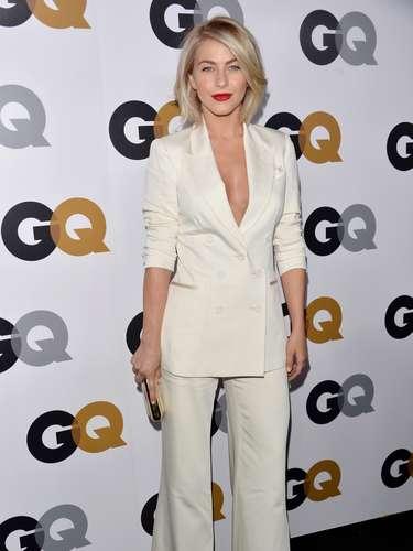 A atriz e cantora Julianne Hough também aparece na lista das mulheres mais bem vestidas de 2012 da revista