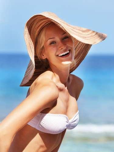 Evitar a exposição ao sol até 24 horas após a depilação com cera quente é fundamental para a saúde e beleza da cútis