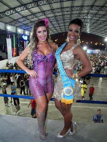 Tati Minerato posou para fotos com Cinthia Santos