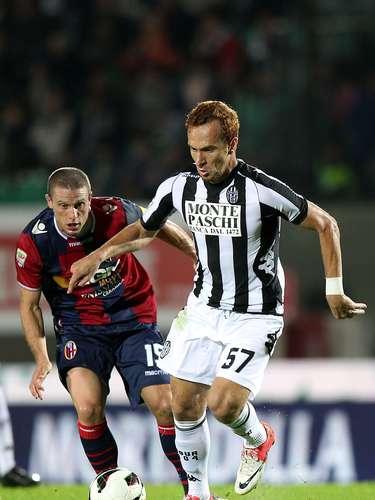 Em baixa no Siena, o atacanteZé Eduardo se animou com a possibilidade de ser contratado peloVasco