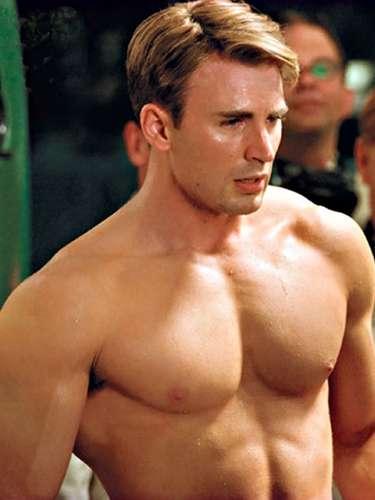 No ano passado o americano Chris Evans encantou o público feminino em Capitão América, com seu peitoral malhado. Em 2012, voltando com o mesmo personagem em Os Vingadores, ele mostrou que manteve a malhação em dia