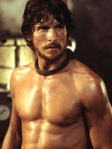 Em Batman: O Cavaleiro das Trevas Ressurge, o britânico Christian Bale mostra os conflitos internos do herói - e sua barriga tanquinho também